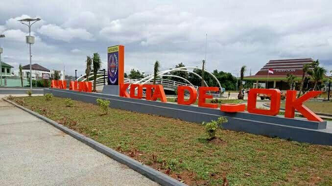 Papan nama Alun-alun Kota Depok, Jawa Barat.