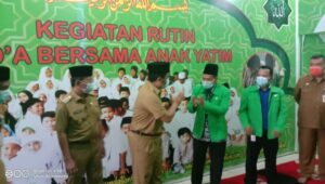 Walikota Tangerang H.Arief  R. mengunjungi yayasan Yapim memberikan bantuan untuk yatim dan piatu